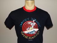 EUC Vtg 1996 90's Looney Tunes Bugs Bunny black surfing t-shirt size Small