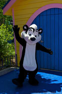 Six-Flags-Pepe-Le-Pew-822397