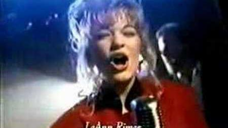 TV Commercial-LeAnn Rimes-Holiday In Your Heart-Looney Tunes