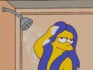 Marge dandose una ducha 2