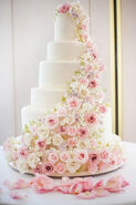 Large-tradtitional-wedding-cake