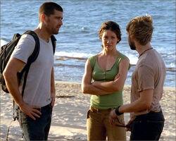 1x10-g5-1-Jack-Kate-Charlie