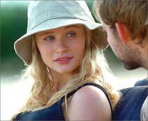1x08-g3-4-Claire