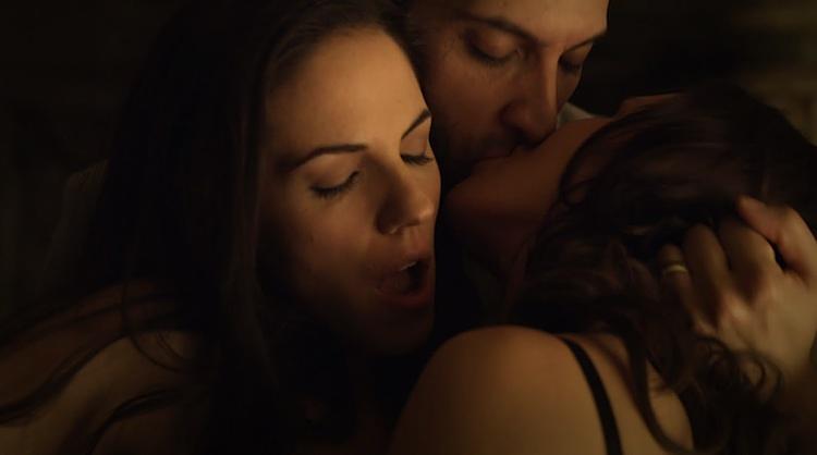 Wild things sex scene video threesome