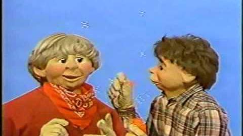 """""""Peppermint Park"""" - Bubbles (Worst Puppets Ever)"""