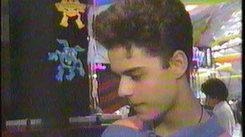 Johnny Arcade visits WCES 1991 - Simcity - StarTropics - NES Play Action Football previews