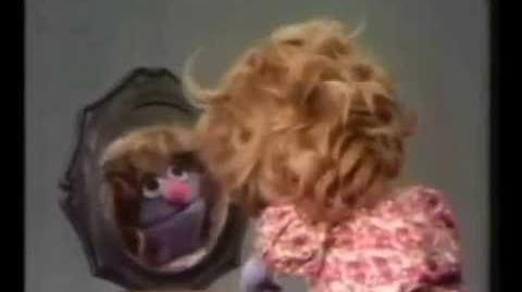 "Sesame Street - A Girl explains ""Same"" (Italian) -English Subtitles-"
