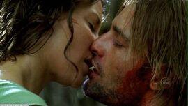Kate kiss Sawyer