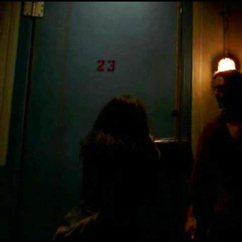 3x07-room23-alex-door