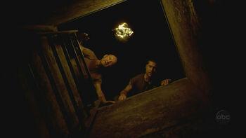 2x01-JackLockeHatch