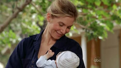5x09-juliet-holding-baby-ethan