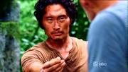Jin geeft zijn trouwring aan John