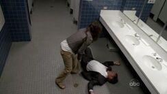 Kate golpea a Edward