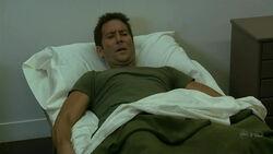 4x05 Desmond Militär Bett