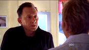 Ben vraagt Jill om op Locke te passen