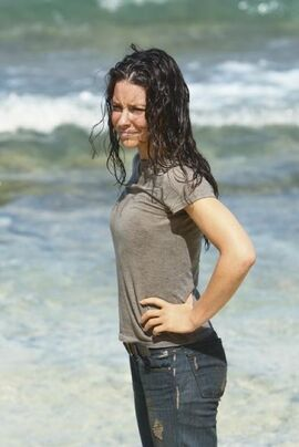 Lost-The-Last-Recruit-Evangeline-Lilly-as-Kate-20-4-10-kc