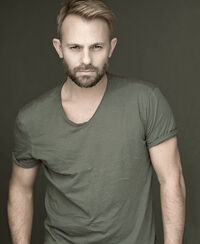 Craig-robert-young-photoshooting-by-tom-soluri-06-03-17