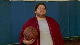4x01 HurleyBasketball