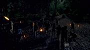 Overlevenden onder aanval door vlammende pijlen