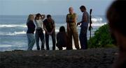 Группа готовится устроить засаду Итану