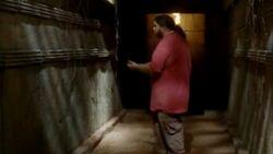 6x05-Hurley-Tempelgang