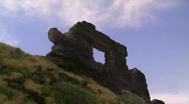 Файл:Rock-with-hole.jpg