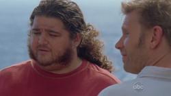 Jacob en Hurley kijken naar Jack voor de vuurtoren