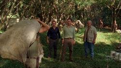Richard terwijl John zijn vaders lichaam aflevert