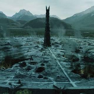 """Isengard w filmie <a href=""""/pl/wiki/W%C5%82adca_Pier%C5%9Bcieni_(trylogia_filmowa)"""" title=""""Władca Pierścieni (trylogia filmowa)"""">Władca Pierścieni</a>"""
