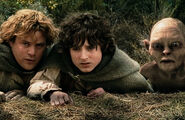 Фродо, Сэм и Голлум следят за олифантами