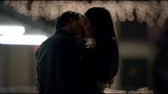 Elena & Damon Kiss S3E19 (4)