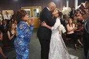 Richard & Catherine Kiss S11 Wedding (2)
