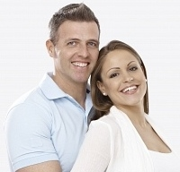 19354578-young-couple-expecting-a-baby-hugging-smiling-happy