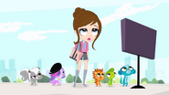 Pets&BlytheLookingAtSign