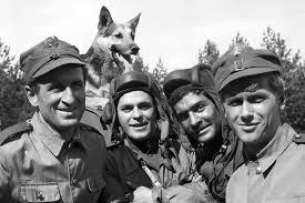Od lewej : Żulo Menel, Lotniczek Pierniczek, Marek Wąsacz, Mała Świński Ryjok oraz ich komandor – generał doktor pies Chlejąca Aneta