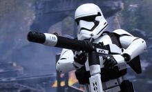 Star-wars-first-order-heavy-gunner-stromtropper-sixth-scale-hot-toys-feature-902535-740x448