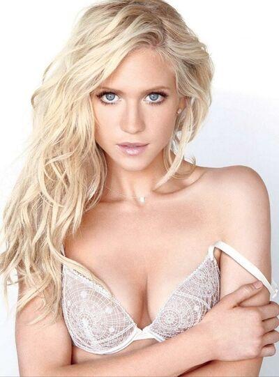 Britney Hemsworth5