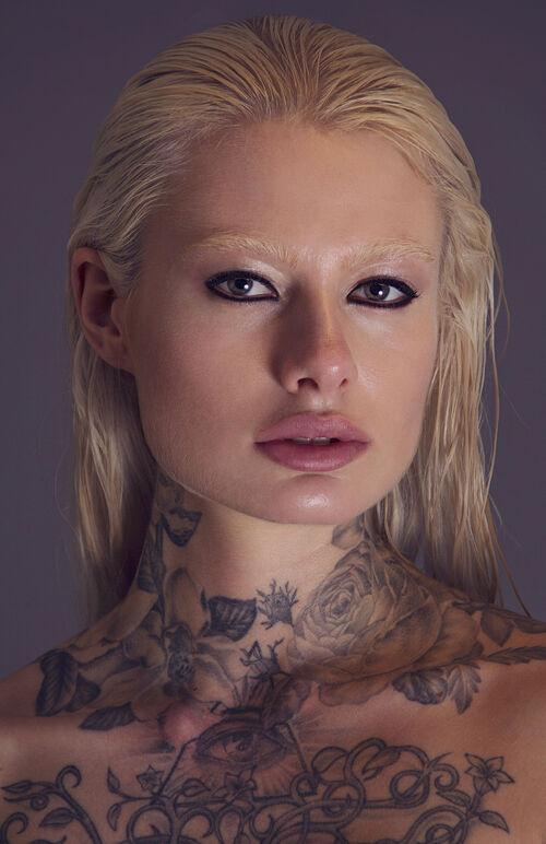 Isabella Ambronogi Cover Front Amazing