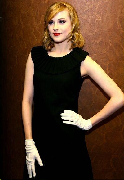 Rachel Wood Glove4