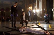 112 promo Lucifer Chloe at Rose Davis crime scene