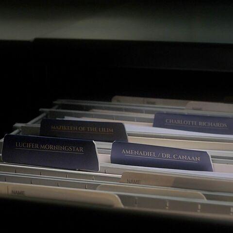 Le dossier de Gaudium est au fond à droite.