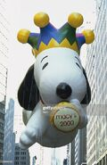 Pictured-millenium-snoopy-balloon-during-the-2000-macys-thanksgiving-picture-id138446784