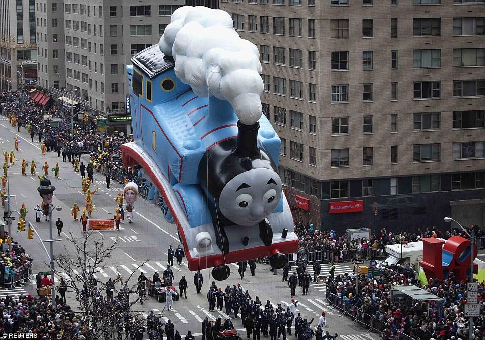 thomas the tank engine macys thanksgiving day parade