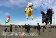 Toothless-macys-parade-balloon-3