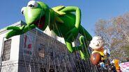 GTY thanksgiving kermit float jef 131125 16x9 992