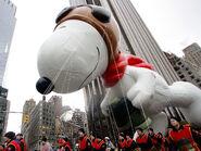 112608+Macys+Balloons+Snoopy