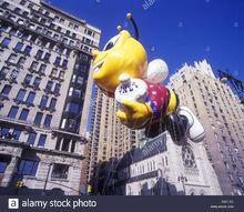 Buzz-honey-nut-cheerios-bee-balloon-general-mills-corp-1999-macy-thanksgiving-A9ATAT