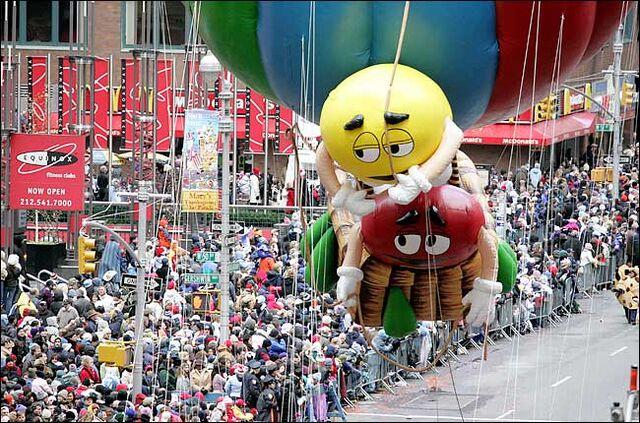 File:Parade mm.jpg