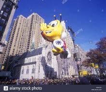 Buzz-honey-nut-cheerios-bee-balloon-general-mills-corp-1999-macy-thanksgiving-A9ATAR