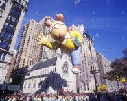 Arthur-balloon-marc-brown-1997-macy-thanksgiving-day-parade-manhattan-A9ATBJ